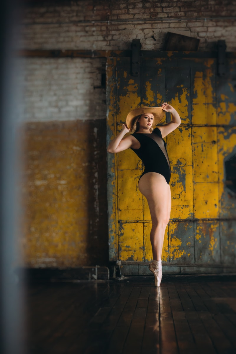 artist photography, color photo of dancer with hat