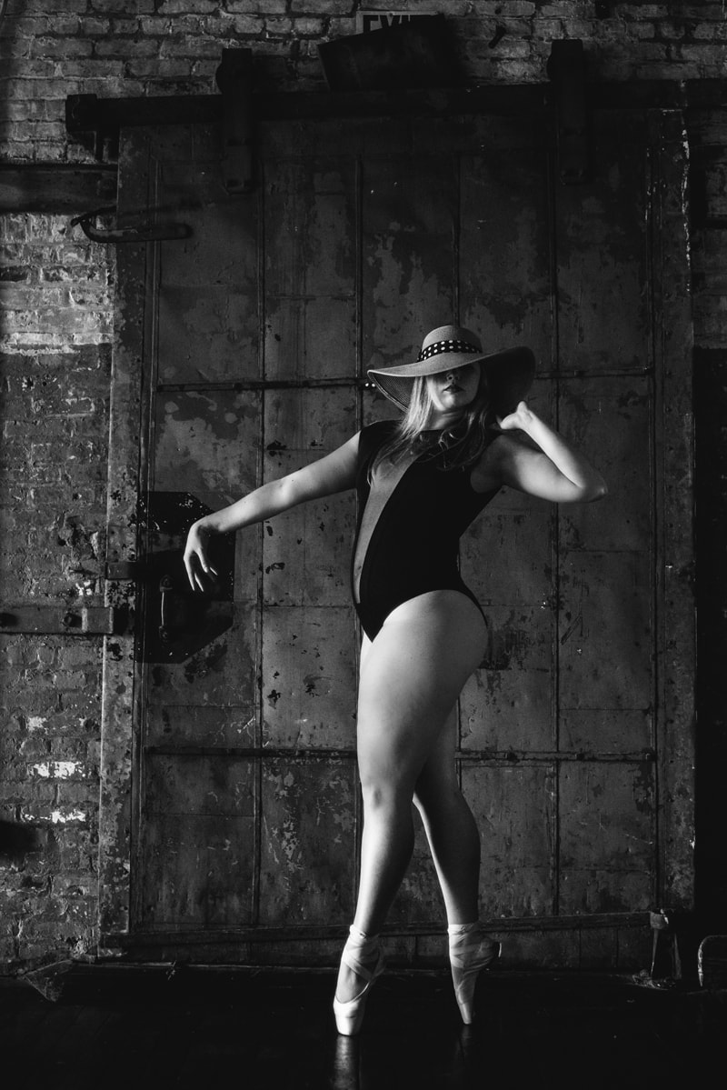 artist photography, dancer with a hat on