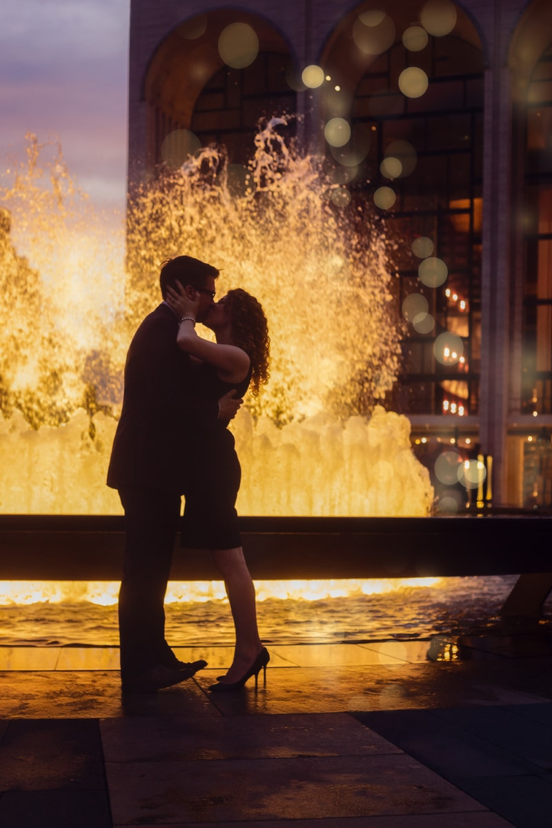 Couples Photography, couple kissing in front of fountain